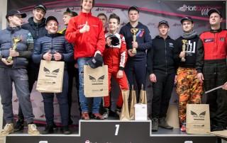 Naktinių lenktynių nugalėtojų podiumas-Kartlandas
