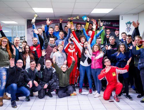 """Meistriškumo paieškos naktinėse kartingo lenktynėse Vilniaus """"Kartlande"""""""